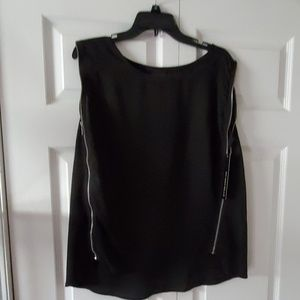 Beautiful blouse with zippers on the side